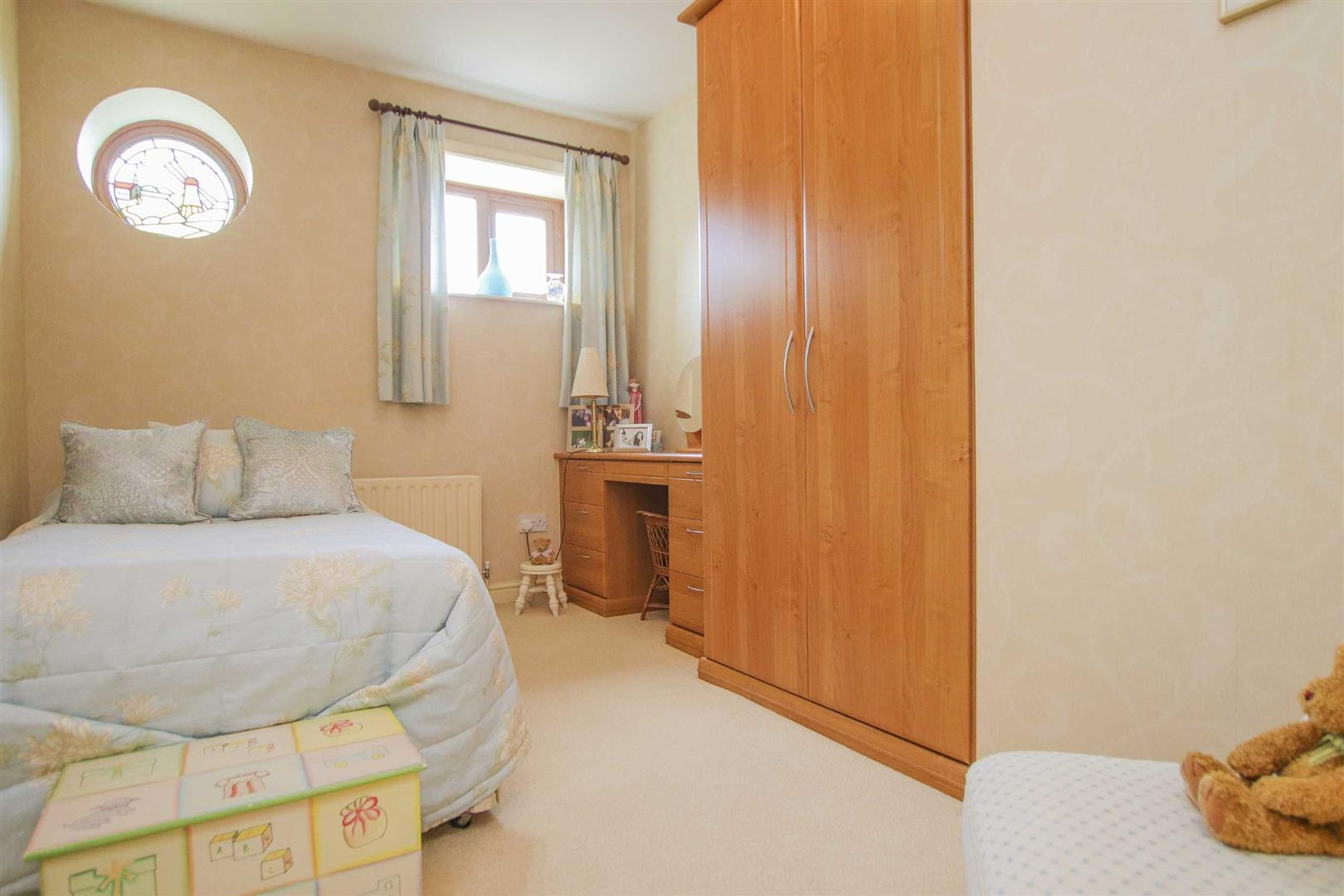 4 Bedroom Barn Conversion For Sale - p033135_05.jpg